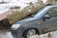 В Саратове рухнувшая подпорная стена раздавила восемь автомобилей