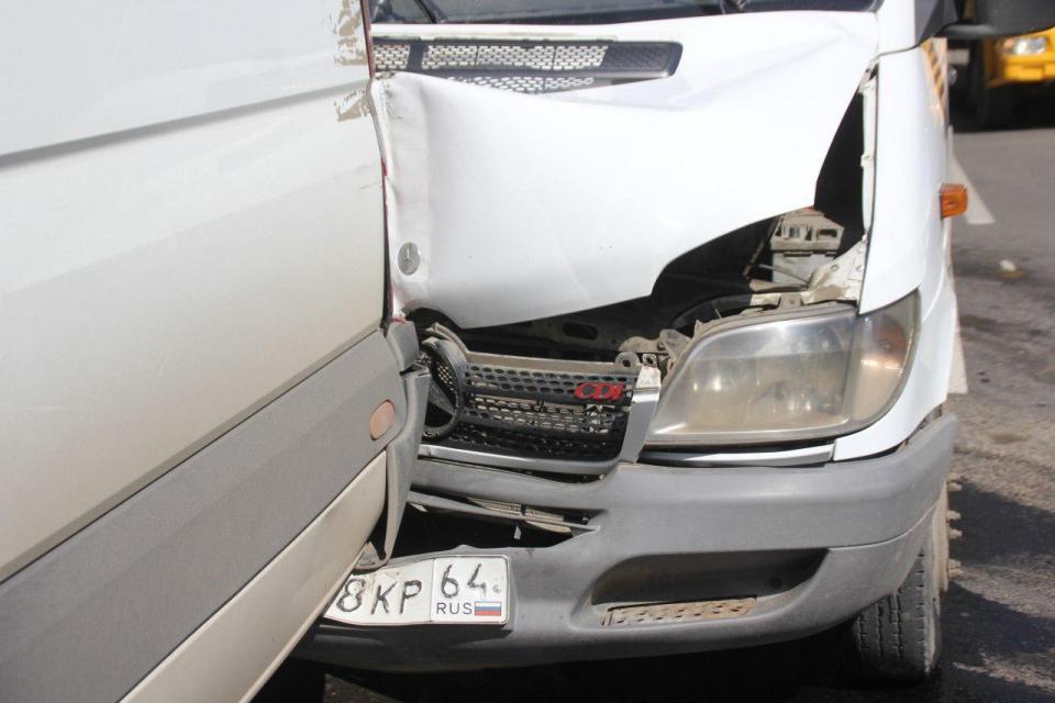 ВСаратове врезультате дорожно-траспортного происшествия пострадали шесть пассажиров
