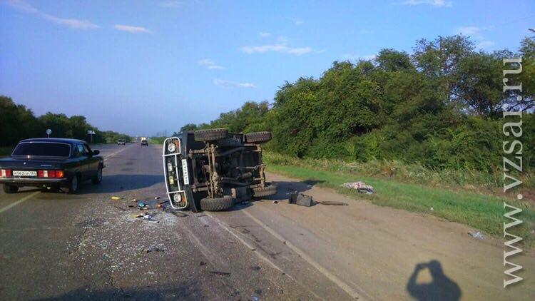 УАЗ перевернулся взаносе натрассе под Энгельсом, умер 17-летний пассажир