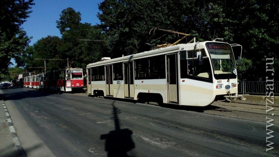 Вцентре Саратова пожарная машина протаранила трамвай