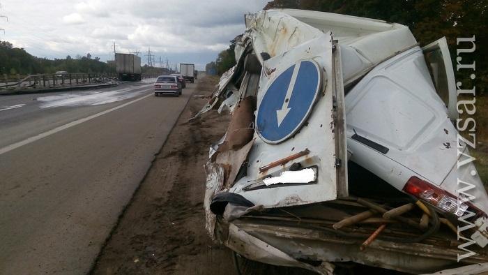 ВСаратове нетрезвый шофёр «ГАЗели» сарбузами протаранил дерево
