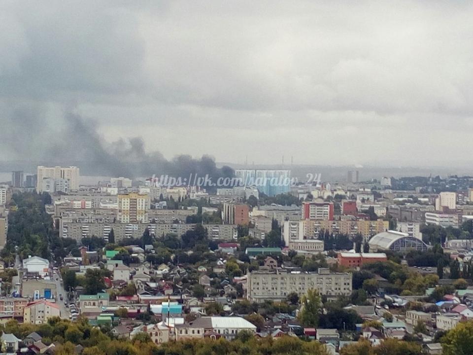 ВСаратове пожарные тушили возгорание назаводе «Серп имолот»