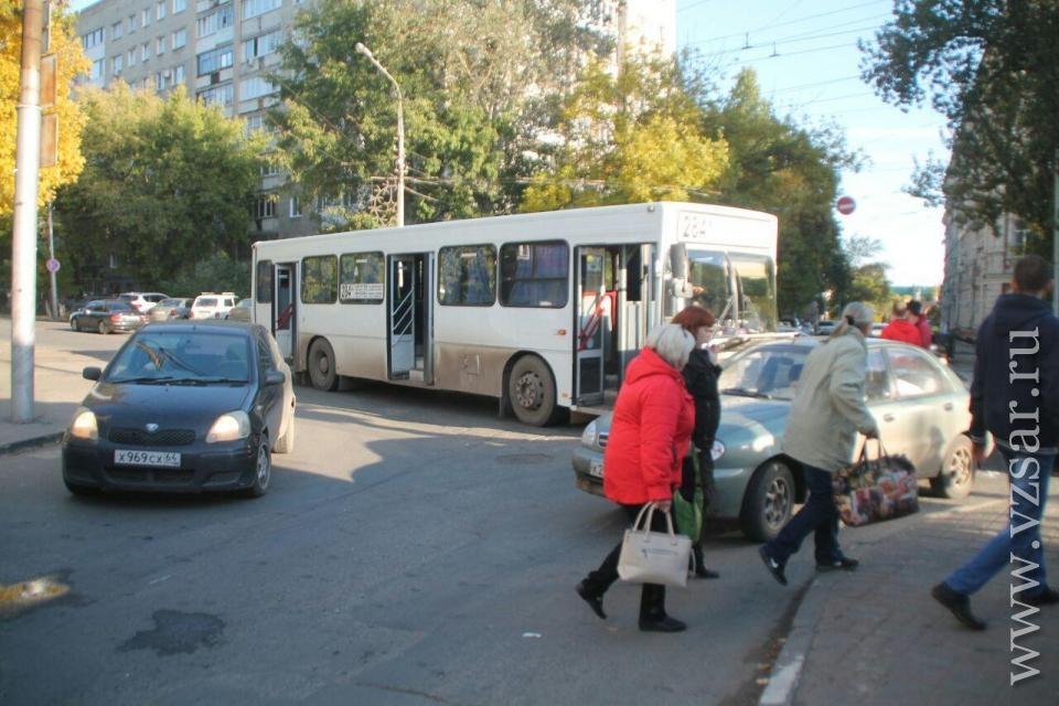 Автобус маршрута №248А столкнулся синомаркой вСаратове