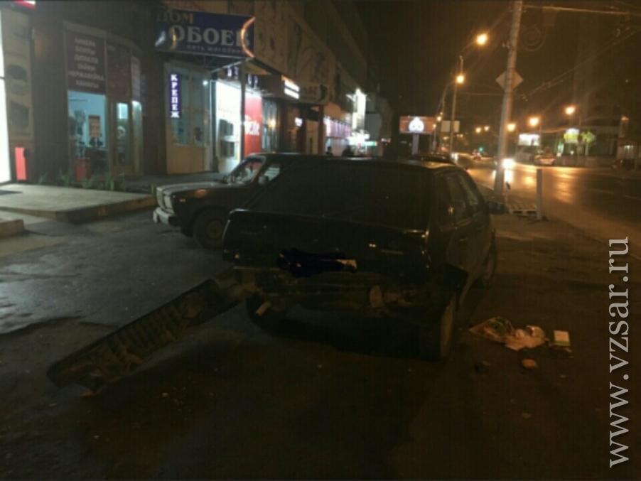 ВСаратове молодая девушка пострадала при столкновении 2-х ВАЗов