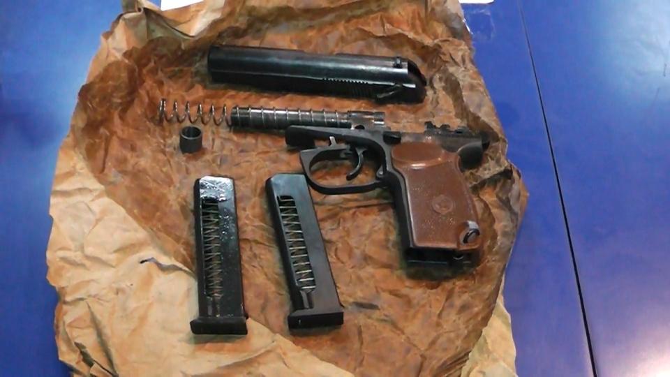 УФСБ: вСаратове задержаны нелегальные оружейники