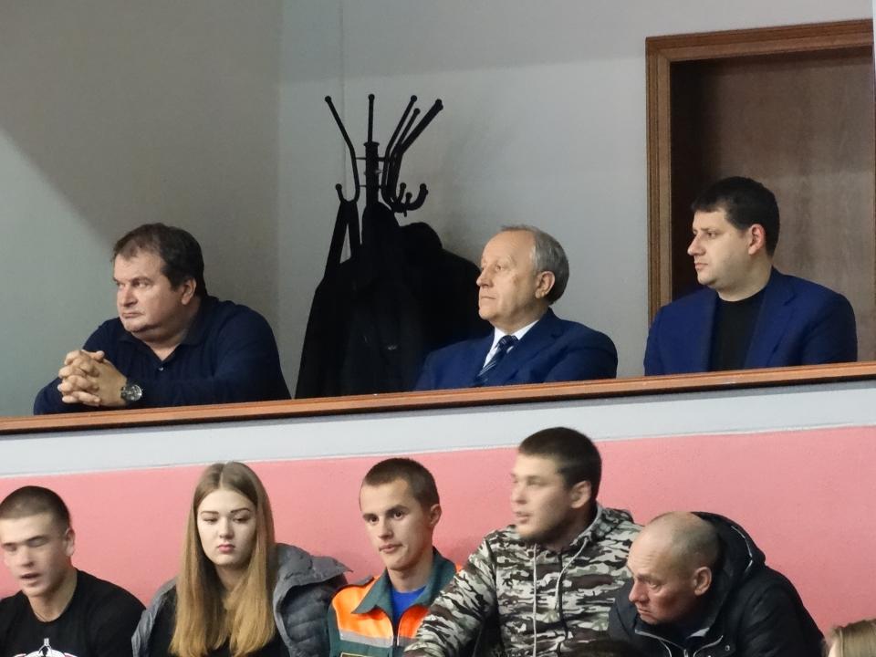 Саратовский губернатор поручил сократить волейбольного тренера после очередного поражения