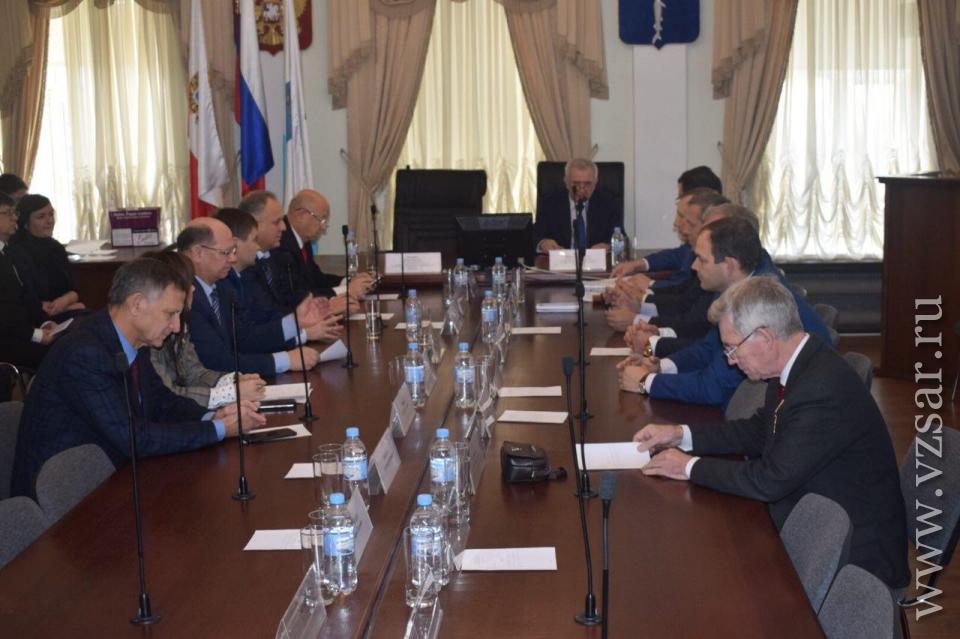 Конкурсная комиссия выбирает руководителя Саратова взакрытом режиме