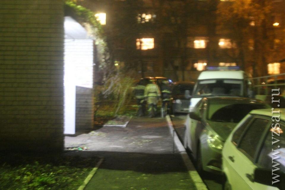 Навызов вцентре Саратова приехали 4  пожарных расчета