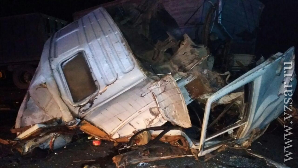 ВВоронежской области автобус «Саратов— Москва» столкнулся сКамАЗом