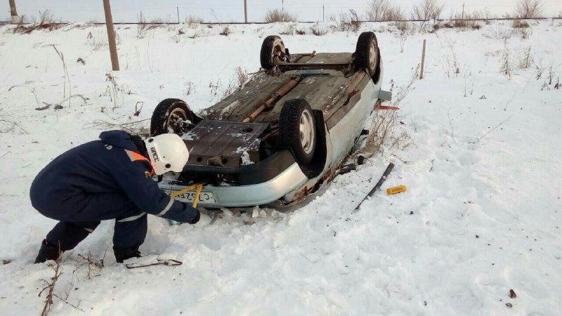 ВБалаковском районе «двенадцатая» вылетела вкювет: шофёр умер