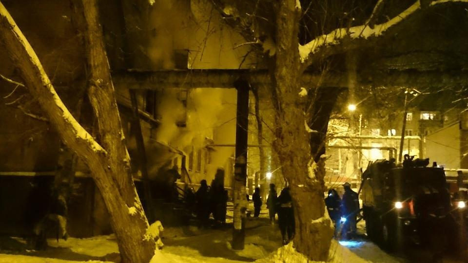 НаПономарева произошел сверепый пожар: 9 человек обратились замедпомощью, трое вынуждены прибегнуть кпомощи медиков