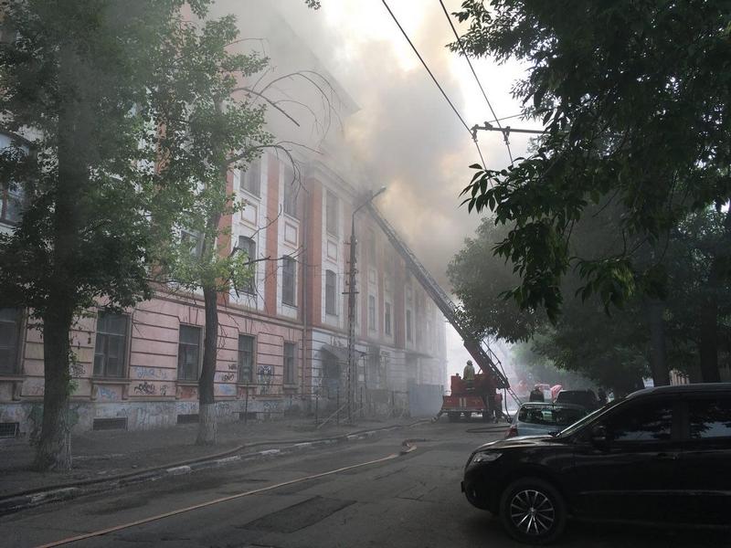 """В Саратове горит общежитие издательства """"Слово"""""""