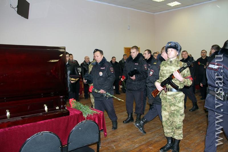 В Саратове простились с полицейским, погибшим при задержании
