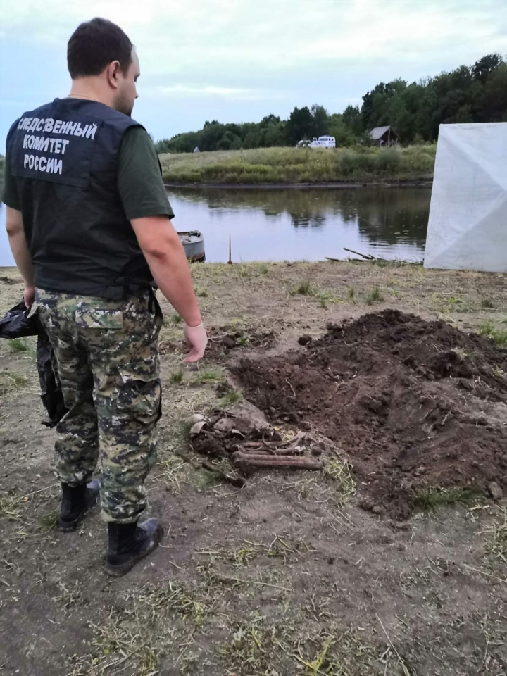 Владелец пруда в Падах раскопал человеческие кости