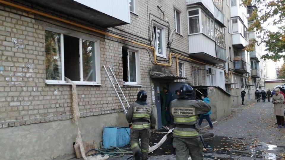 Саратовские пожарные эвакуировали 15 жильцов многоэтажки. Есть пострадавшая