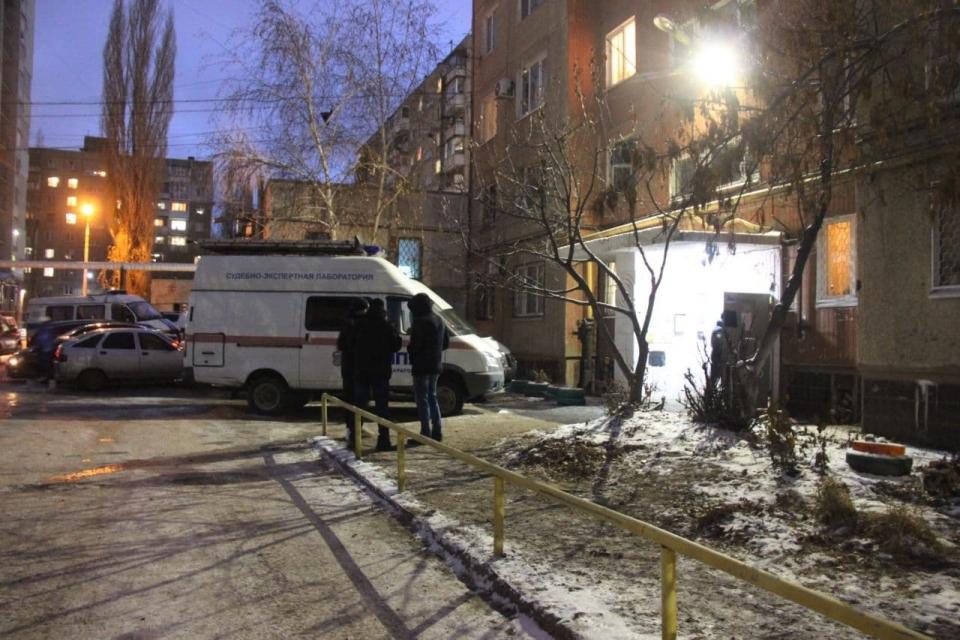Убийство и пожар. Вечер в многоэтажке Саратова потребовал приезда СК