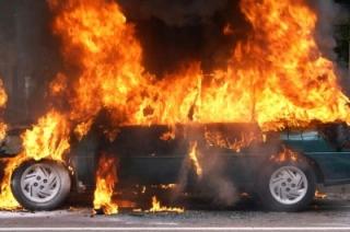 В центре Саратова сгорел легковой автомобиль