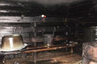 Шесть пожарных за пять минут потушили баню в Аркадаке