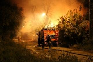 Десять огнеборцев за восемь минут ликвидировали пожар на Тархова