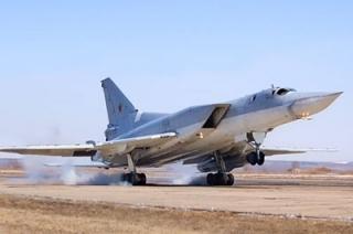 """Ракетоносцы на авиабазе """"Энгельс"""" находятся в режиме боевого дежурства"""