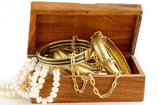 Украденную шкатулку с золотом 20-летний саратовец сдал в ломбард