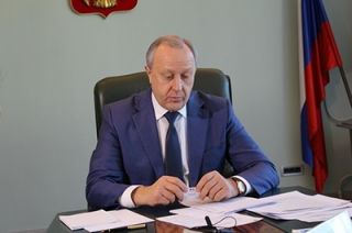 Валерий Радаев призвал ускорить реализацию программы расселения аварийного жилья