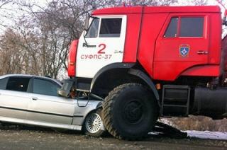 Пожарным могут разрешить таранить припаркованные во дворах машины