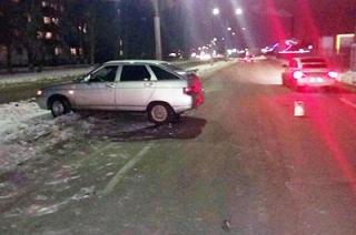 На перекрестке в Энгельсе машина сбила трехлетнего ребенка на санках