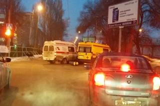 """В центре Саратова столкнулись две """"скорые"""""""