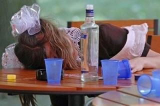 Прокуратура: перед Новым годом в больницу доставили пьяную школьницу