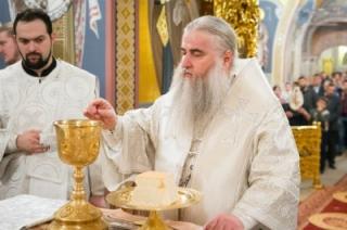 Фоторепортаж. Рождественская литургия в Свято-Троицком соборе