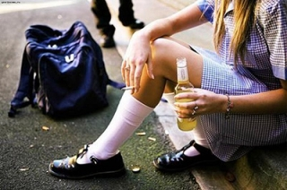 На саратовской набережной спаивали девочку-подростка
