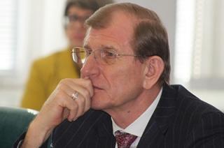Евгений Резник считает решение о своей отставке нелегитимным