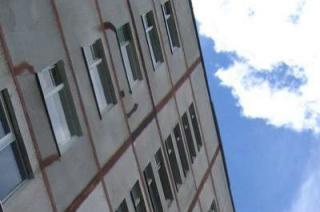 Одинокий 40-летний саратовец выбросился из окна восьмого этажа
