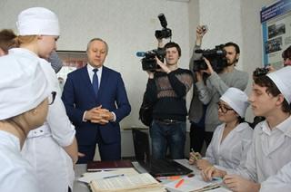 """Валерий Радаев – студентам медколледжа: """"Вы должны быть донорами души"""""""