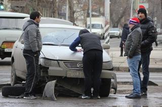 """""""Lifan"""" сбил двух пешеходов на перекрестке. Подробности"""