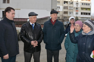 Депутаты гордумы пообещали выполнить просьбы жителей Кировского района