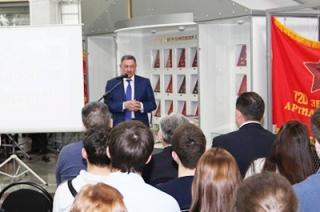 Герои России пришли на открытие выставки к 25-летию почетного звания