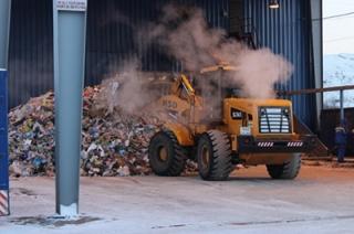 На Энгельсский мусороперерабатывающий комплекс ежедневно приезжает более 50 мусоровозов