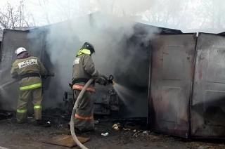 В загоревшемся гараже погиб молодой житель Вольска