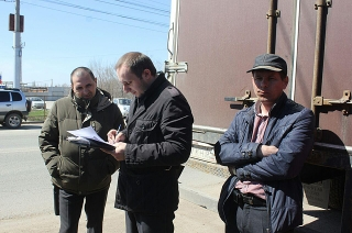 Судебные приставы арестовывают грузовик лидера протестующих дальнобойщиков