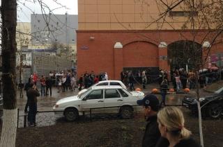 """Посетителей """"Триумф Молла"""" эвакуируют из-за сообщения о бомбе"""