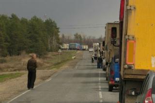 Ремонт железнодорожных путей спровоцировал многокилометровую пробку