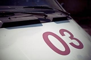 Невнимательный водитель задним ходом сбил 4-летнюю девочку