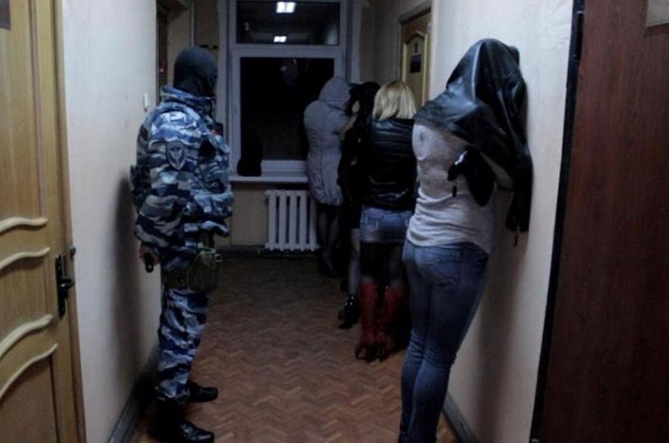 Фото арест проституток снять проститутку курганинск