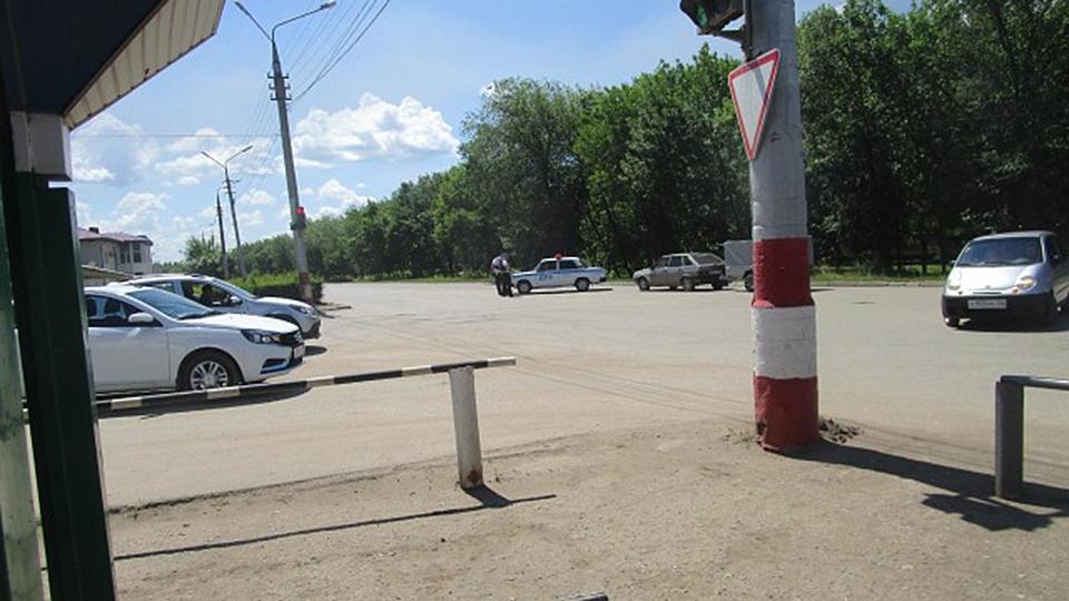 Проверка слуха: вЭнгельсе из-за «заминированной» машины оцепили площадку СТО