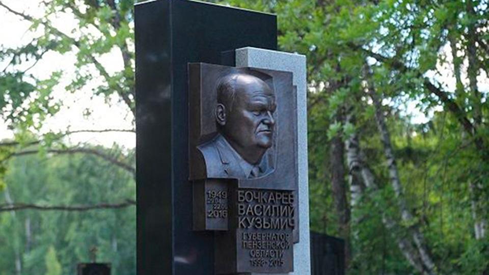 Памятники гранитные фото пенза памятник калашникову в москве адрес