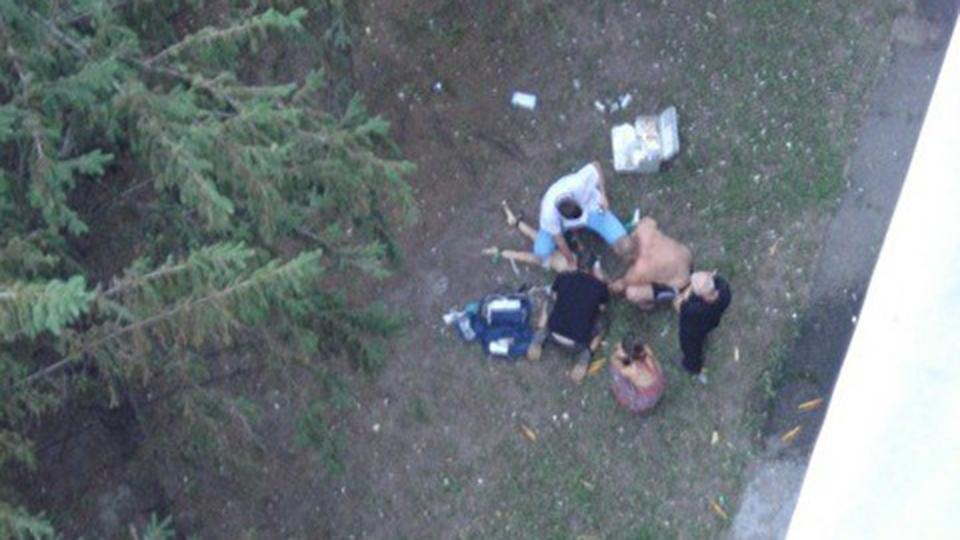 Свидетели: парень сорвался свосьмого этажа