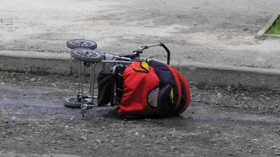Фургон вСаратовской области сбил коляску с малышом
