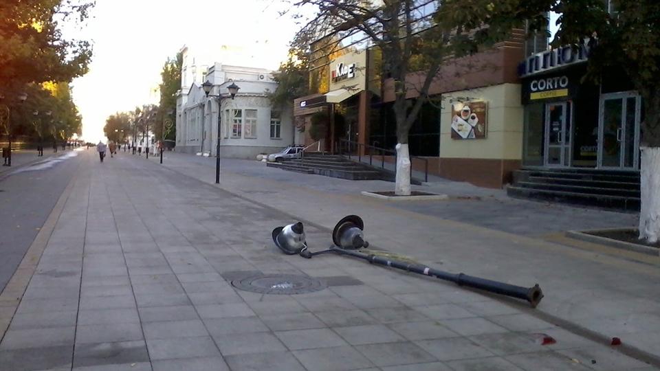 Сломанный вандалами фонарь наВолжской поставили наместо